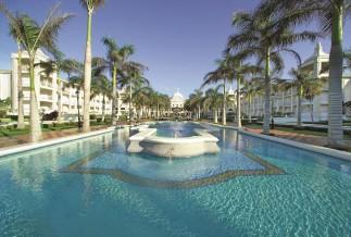Riu Palace pool